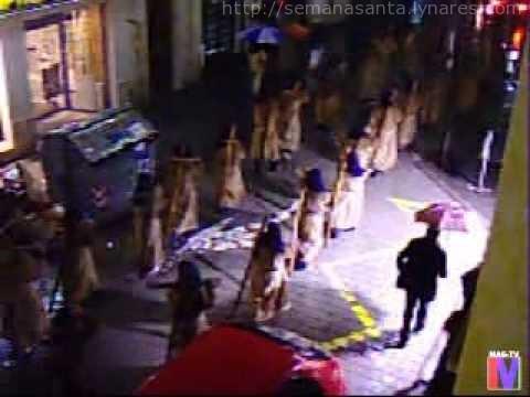 Via Crucis de la Juventud de Linares que no se detiene ni bajo la lluvia, año 2007.