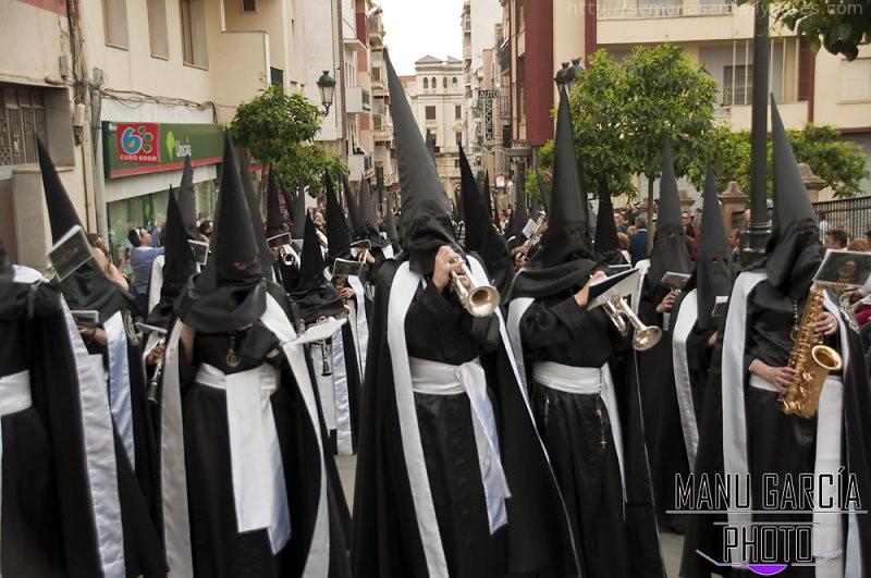 Calles de luto negro con el Descendimiento 2015