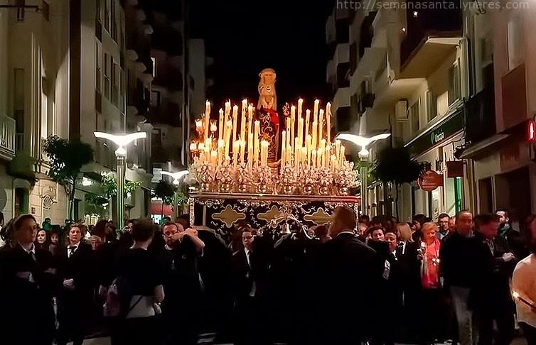 Foto de Soledad de Linares | Sin corona y en silencio después de la procesión del Santo Entierro.